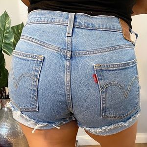 501 Levis button fly high rise size 32